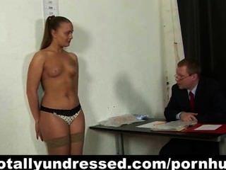 年輕秘書的工作面試