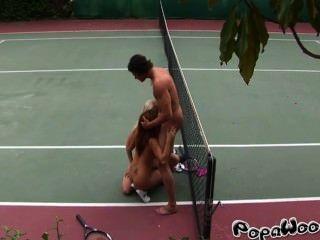 網球教練他媽的兩個性感的學生