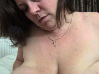 角質成熟舔她的大乳頭