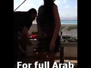 阿拉伯性感的舞蹈家safinaz在私人聚會在埃及
