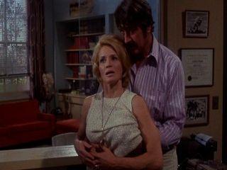熱愛的安吉·迪金森漂亮的女傭連續(1971)