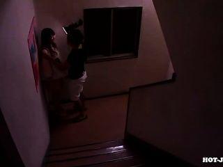 日本女孩攻擊教師在大學