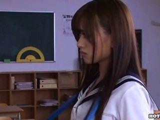 日本女孩手淫與beautifull按摩女孩在park.avi