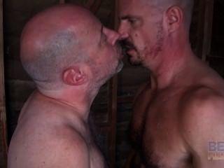 老同性戀他媽的肌肉花花公子