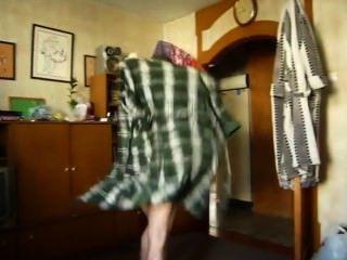 隱藏的相機作為一個伴侶從床上赤裸