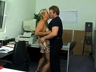 大塊的德國美洲獅屁股在辦公室(sid69)