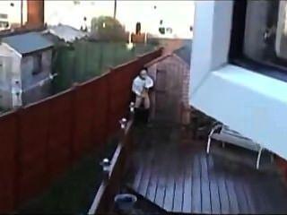 捉住在屋頂上跳躍