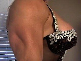 美麗的豐滿肌肉女神蕾絲花邊柔軟