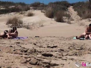ainara follando en la playa。