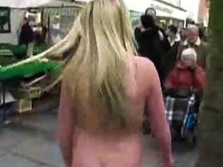 裸體在公共場所,在街上跳舞