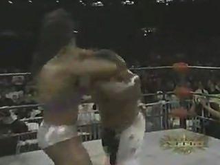 女性健美摔跤