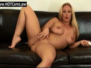 聊天成人巨大的胸部美洲獅toying她的貓www.hotcams.pw