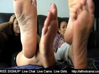 2泰國女孩腳趾擺動挑逗2活性泰國自由性交聊天私人c