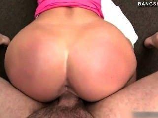 熱pornstar喬丹獲得大公雞在陰部
