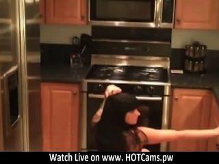 免費聊天黑髮emo性感脫衣舞在廚房網絡攝像頭www.hotcams.pw