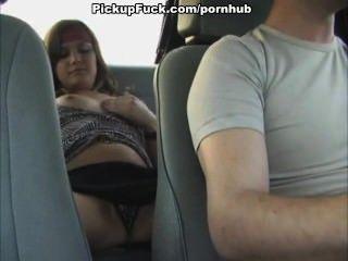 女孩在一輛出租車自慰
