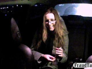 出租車司機提供書呆子客戶錢的性