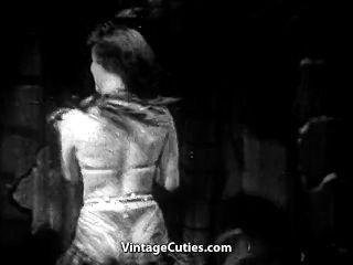 giggly脫衣舞表演她的技能