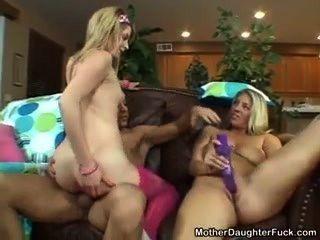 母親和女兒有一個好時機