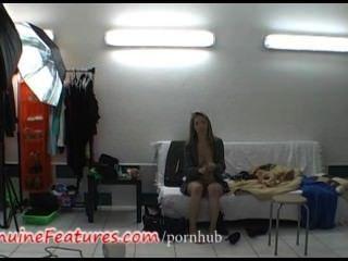 超級苗條的金發女郎在熱後台視頻