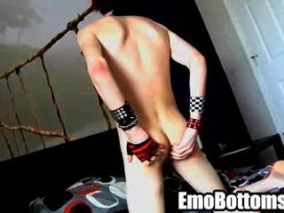 角質emo twink vayne瘋狂牽著他的公雞