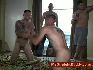 直接海軍陸戰隊摔跤赤裸