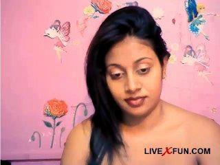 印度害羞的女孩準備好現場網絡攝像頭性樂趣