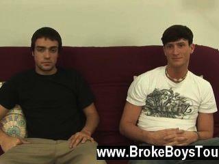 性感的同性戀有點令人信服,我提供男孩每人$ 300