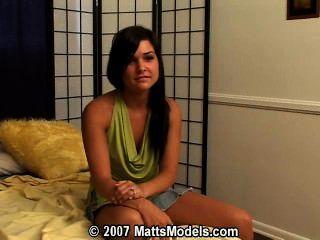 業餘青少年安妮第一次色情試聽在matts模型