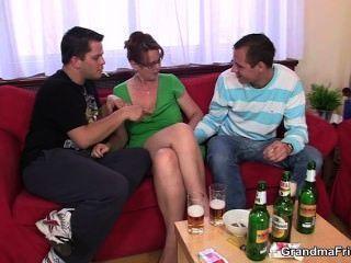 喝醉了的三人黨與老小雞