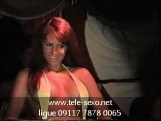 比基尼比賽女孩顯示她的乳頭www.tele sexo.net 09117 7878 0065