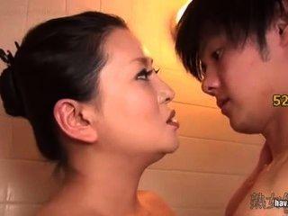 生病的母親為她的兒子打破處女身體kitajima ling