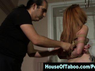 看這個紅發綁定蕩婦吮吸迪克在戀物癖