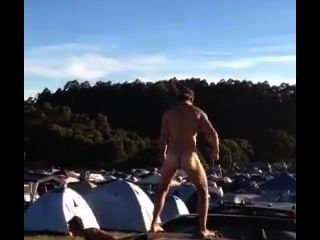 瀑布節裸體舞