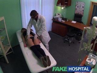 fakehospital熱20s體操運動員被醫生誘惑和給餅