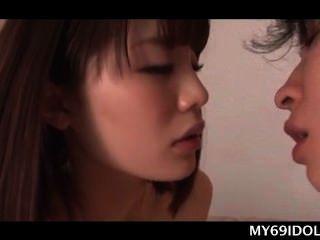 青少年亞洲寶貝嘴他媽的迪克和把它插入她的unt