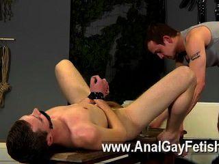 同性戀電影的aiden在這部電影也得到了很多的懲罰,有他的