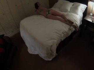 被剝削的女大學生莎拉傑克綠色女用貼身內衣褲驚人的屁股csus