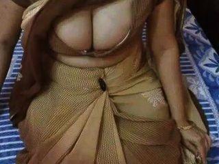 印第安milf有大多汁的胸部