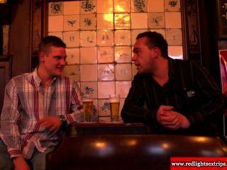 真正的荷蘭bbw妓女得到角質,因為她邀請旅遊他媽的她
