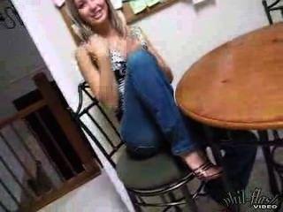 青少年kasia高跟鞋和牛仔褲