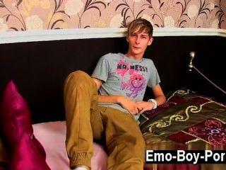 同性戀視頻connor levi是一個苗條和酷英國dude誰有一個真的