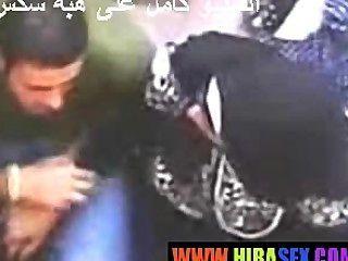 阿拉伯女孩給handjob