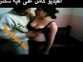 年輕伊拉克性阿拉伯人
