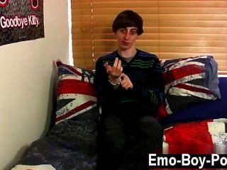 同性性愛瘦的emo男孩ethan晚上其實是搞他的男朋友,