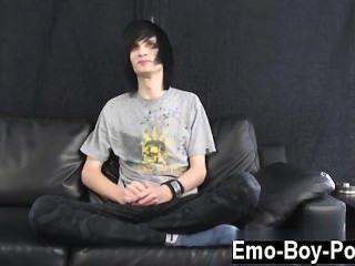 驚人的twinks利奧當然是emo的定義。長黑色