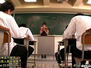 日本女孩攻擊lustful私人教師在university.avi