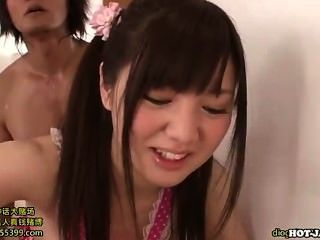 日本女孩他媽的好青少年女孩在客廳裡
