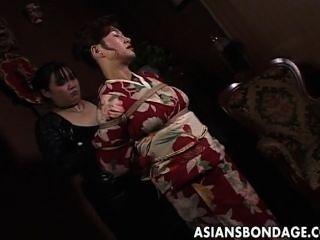 日本milf在和服被綁起來