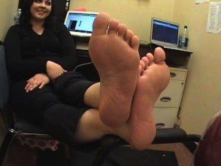 厚肉的腳拉麵皺紋的鞋底